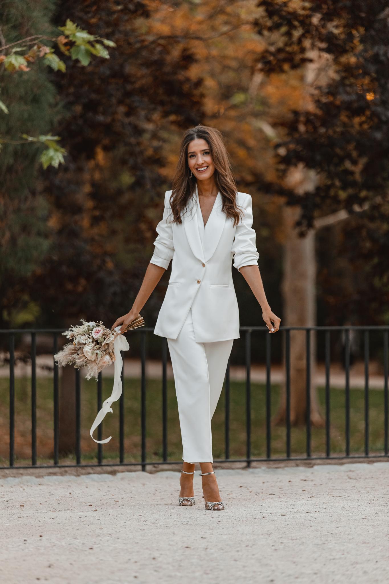novia traje chaqueta