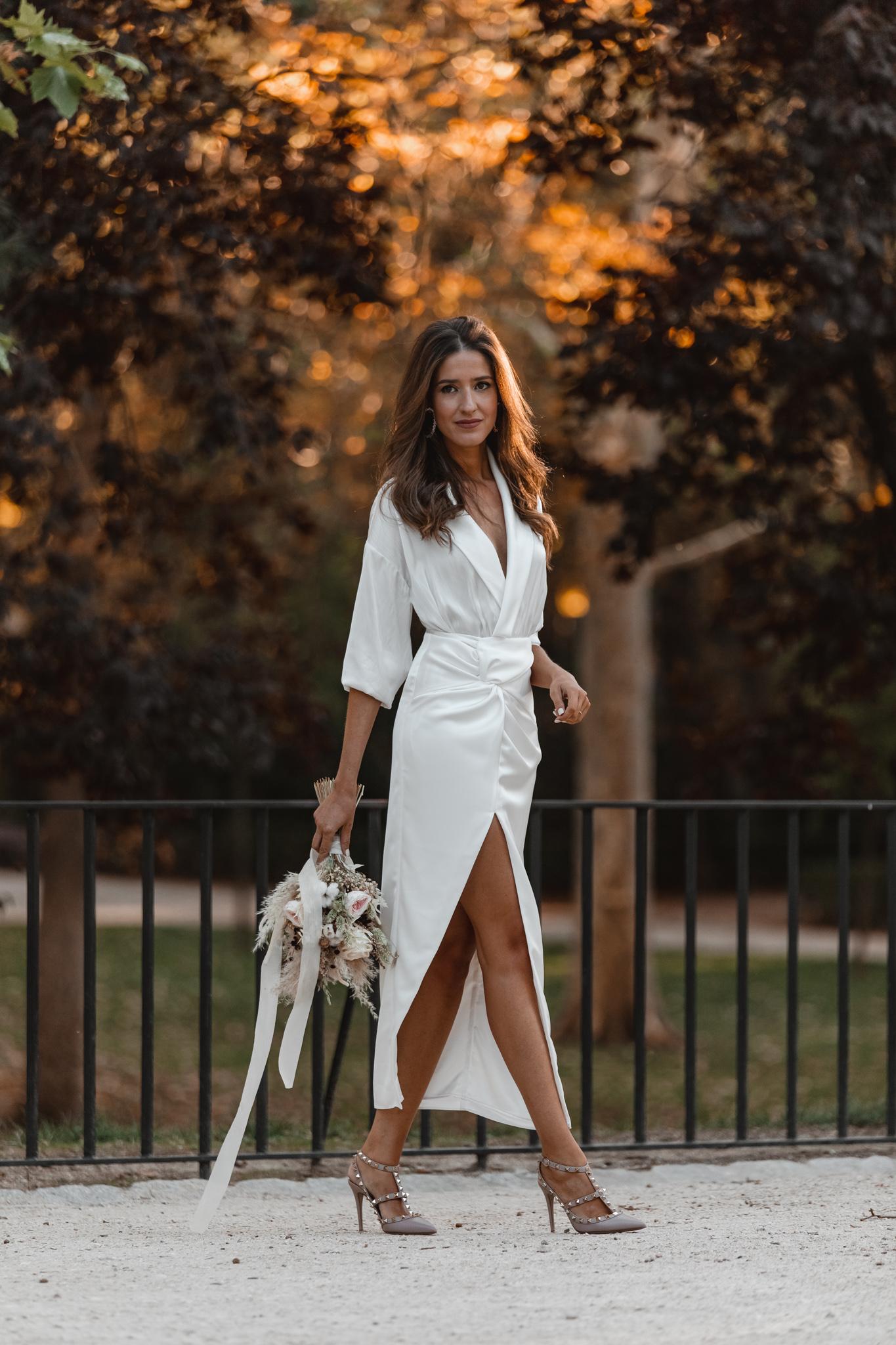 novia civil blusa falda blanca