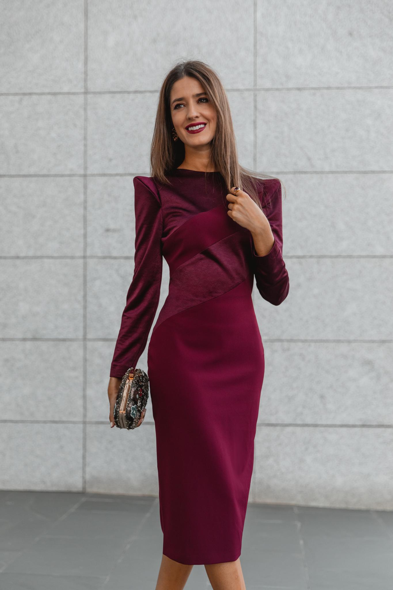 vestido burdeos invitada otoño