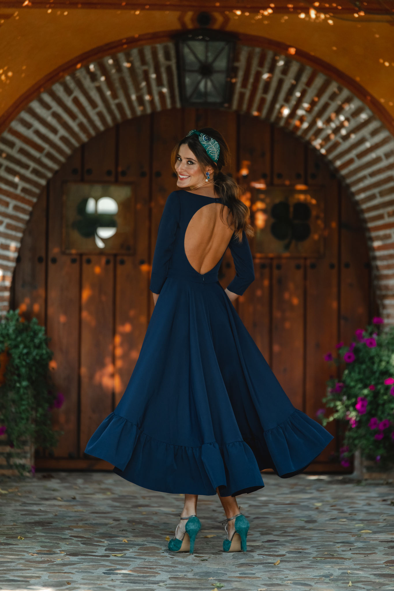 vestido azul invitada espalda otoño