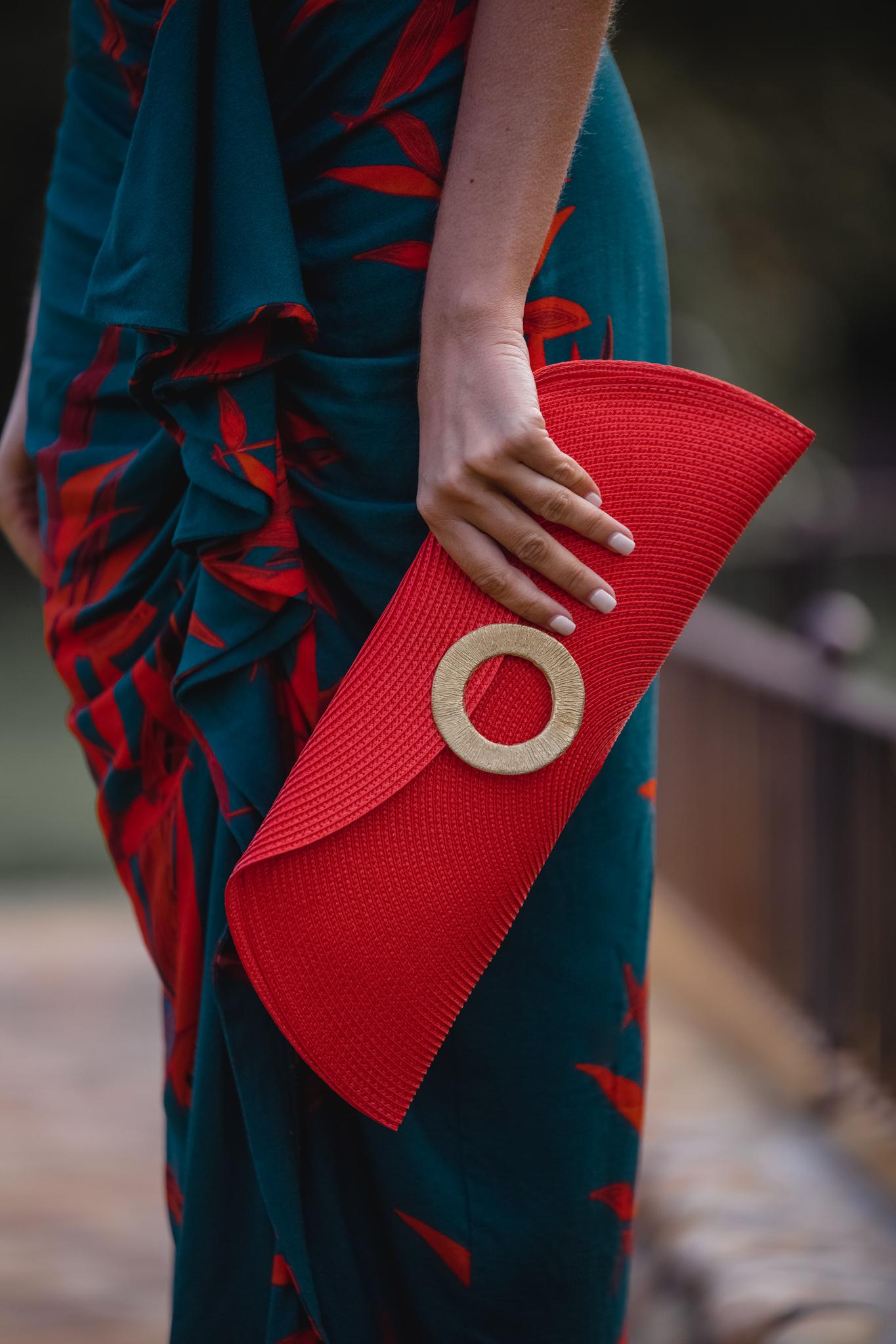 bolso rojo invitada
